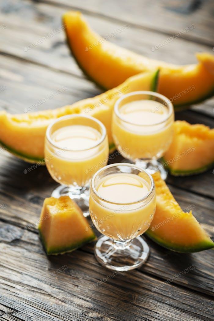 Likör mit Melone und Sahne