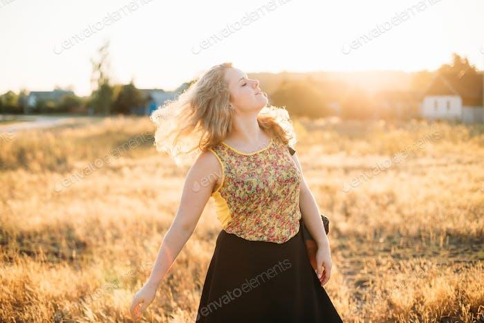 Junge ziemlich Plus Size kaukasische glücklich lächelnd lachend Mädchen Wom