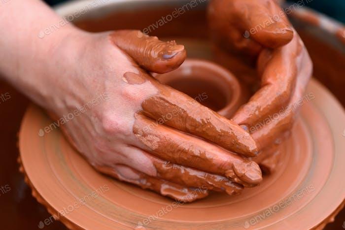 Thumbnail for Keramiktopf auf dem Töpferrad