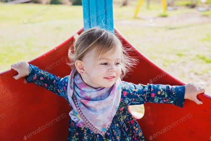 Porträt eines glücklichen niedlichen liitle Mädchen