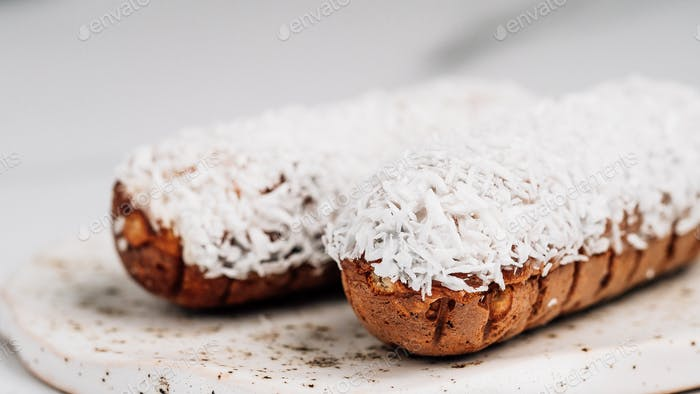 Gesunde Eclairs mit Kokosnuss, Kopierraum