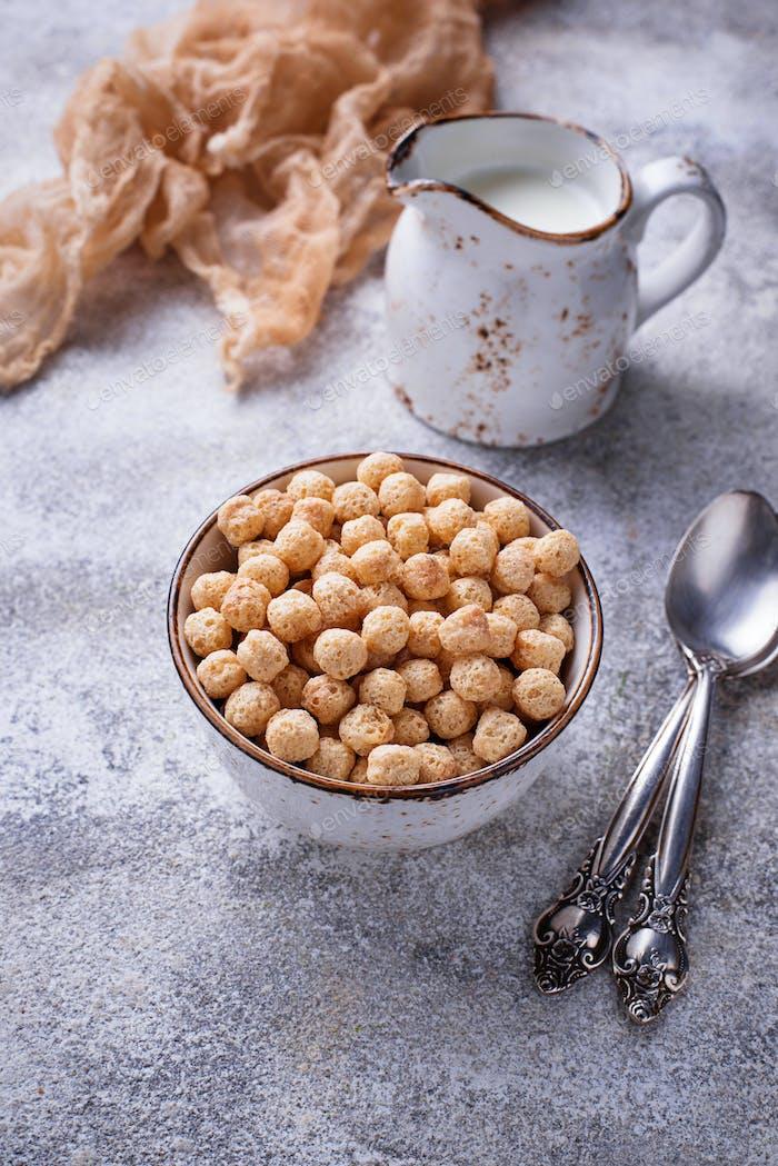 Süße Cornflakes Ball zum Frühstück