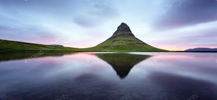 Panorama con la montaña Kirkjufell