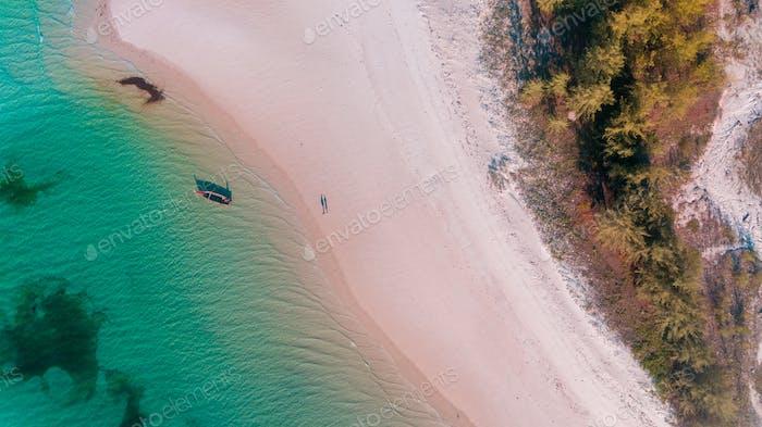 рыбацкое дау на острове Мафия