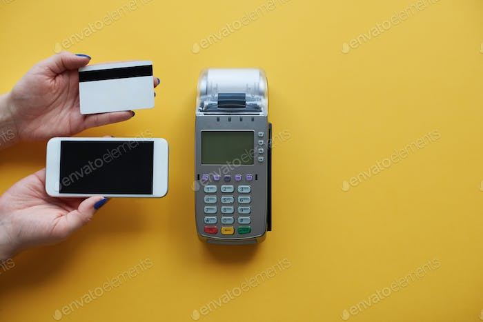 Making choice between mobile phone and credit card