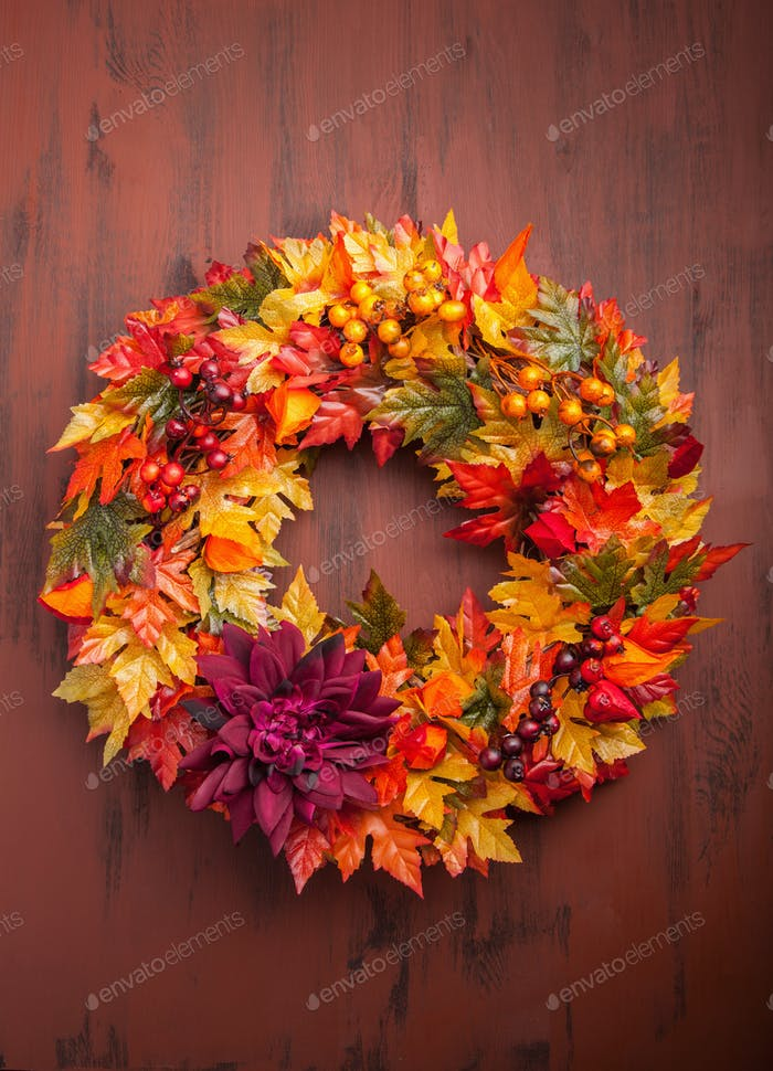 handmade diy artificial autumn wreath decoration with leaves ber