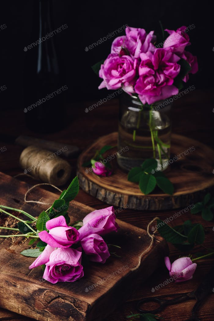 Pink garden roses on wooden table