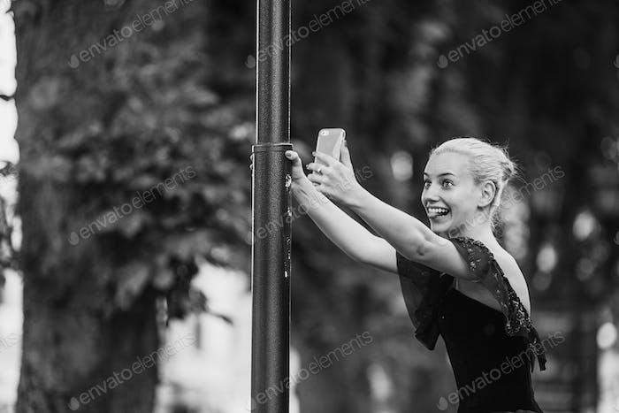 ballerina makes selfie