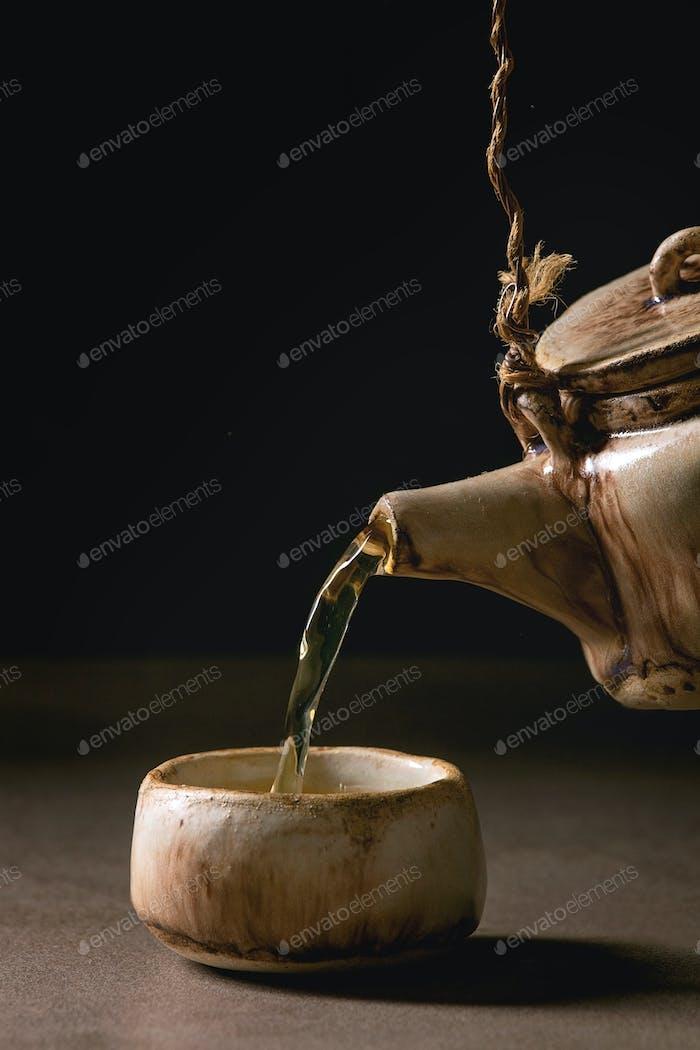 Teekanne aus Keramik, handgefertigt