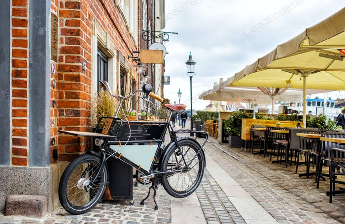Nyhavn restaurant street