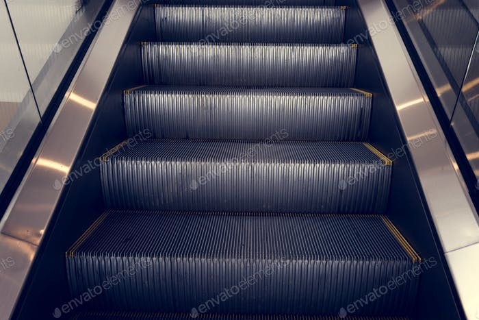 Эскалаторная лестница в
