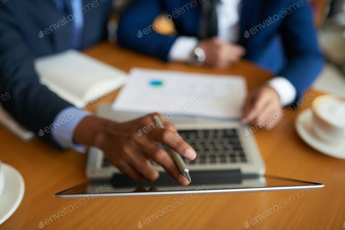 Reading data on laptop screen