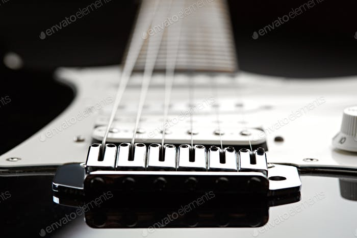 Electric guitar, focus selection on strings