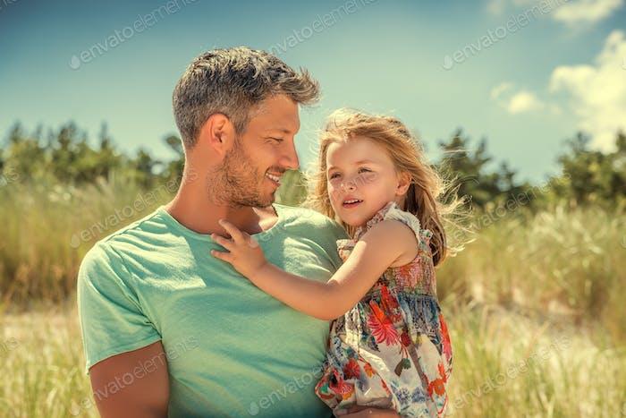 Sommer Frühling Vater mit Tochter