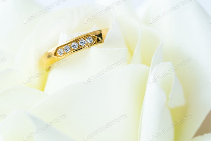 Close up Wedding ring on white_-6
