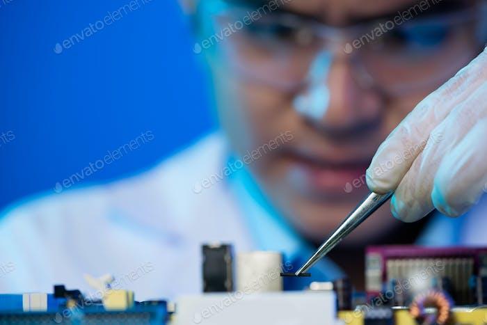 Assembling electronic circuit board