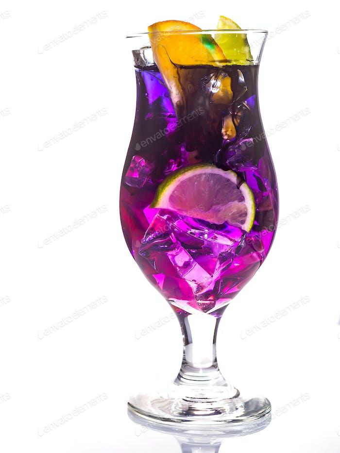 Margarita oder Daiquiri Cocktail mit Orange auf weiß isoliert