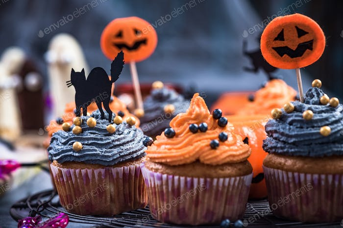Black and orange cupcakes decorated for Halloween
