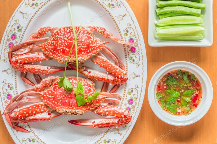 Steamed crab and sauce the wooden floor