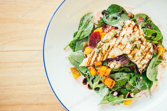 Gegrillter Hähnchen-Salat