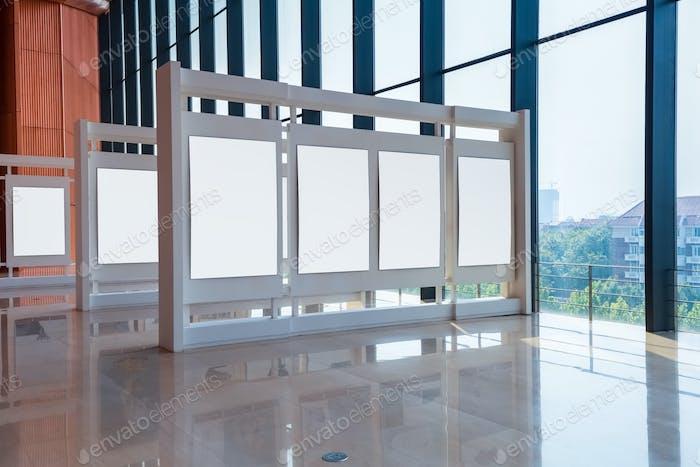 Blankopaneel in der Ausstellungshalle