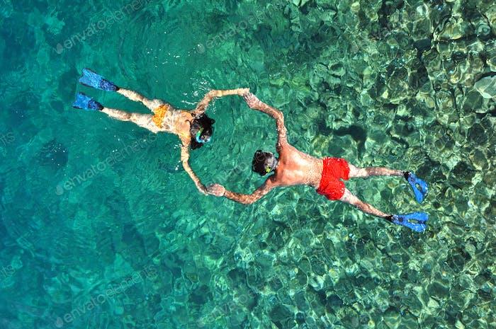 Romantisches Paar Schnorcheln in Phi Phi Island, Thailand
