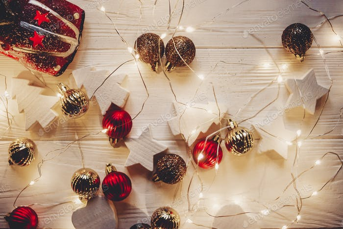 Simple ornaments and christmas trees
