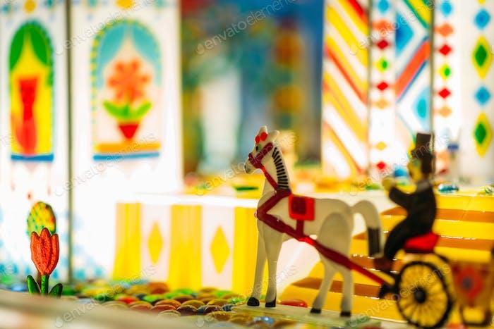 Handgefertigtes Karamell Pferd und Wagen im Schaufenster