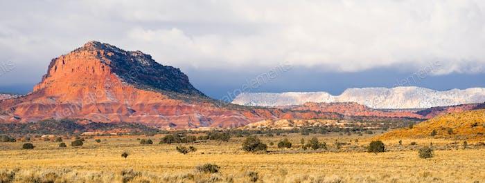 Storm Brewing Sun trifft Red Rock Walls Grand Treppen-Escalante