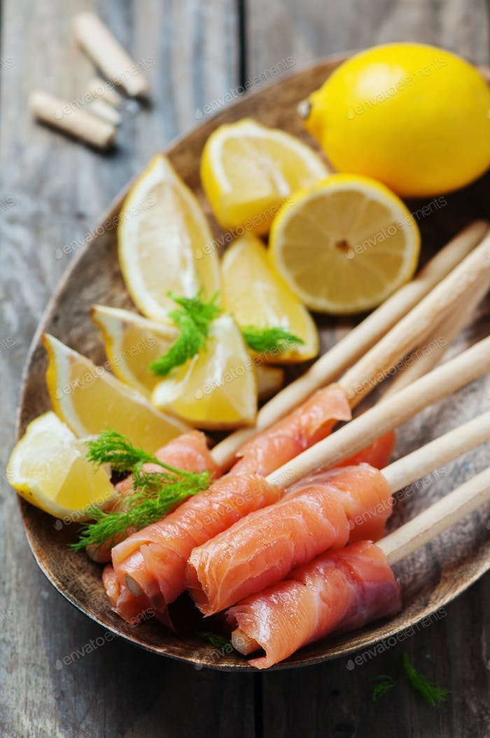 Smoked salmon with grissini and lemon