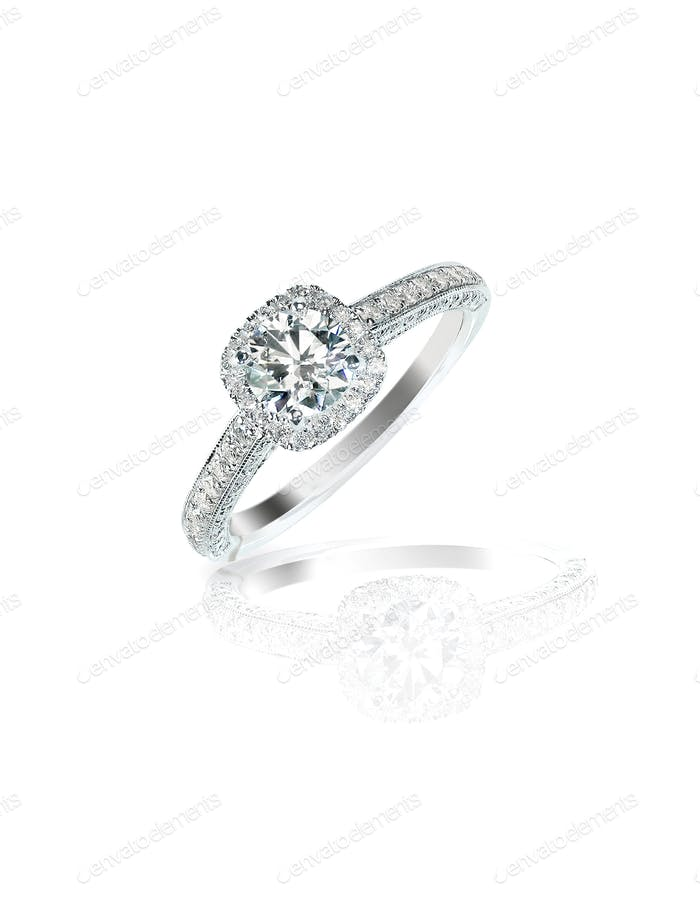 Diamond solitaire engagement wedding ring round brilliant