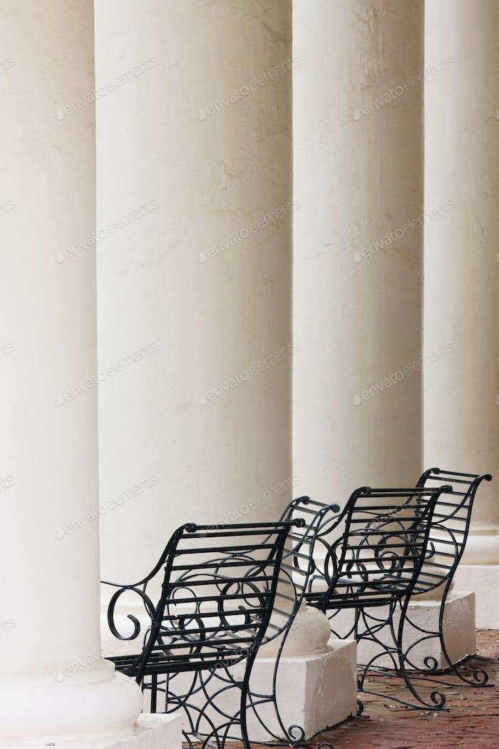Schmiedeeisen Stühle und Säulen