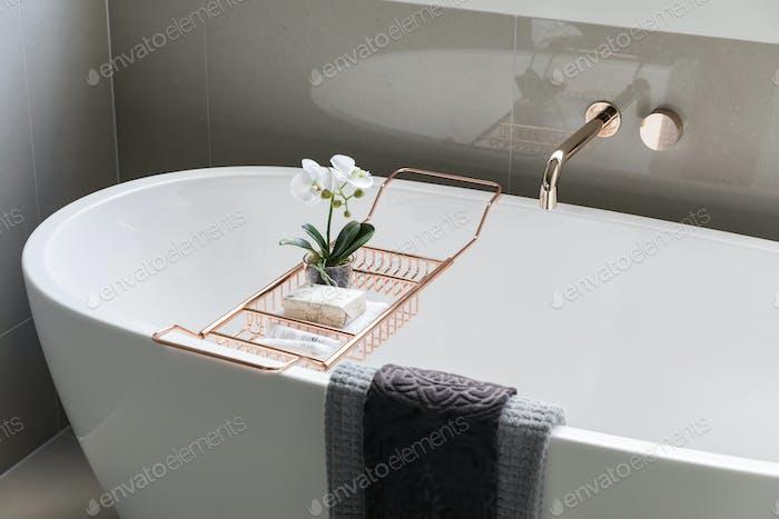 Stilvolle moderne Badewanne