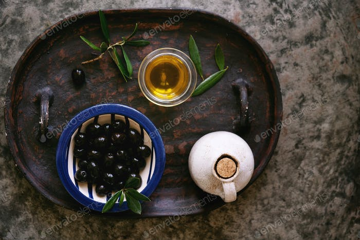 Olive oil with Olives on the tray