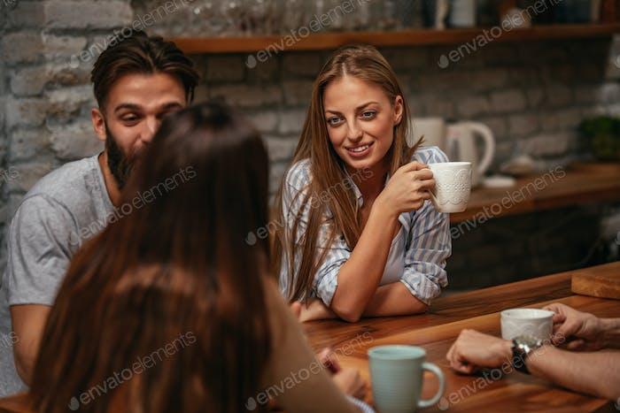Gran café con algunos grandes amigos