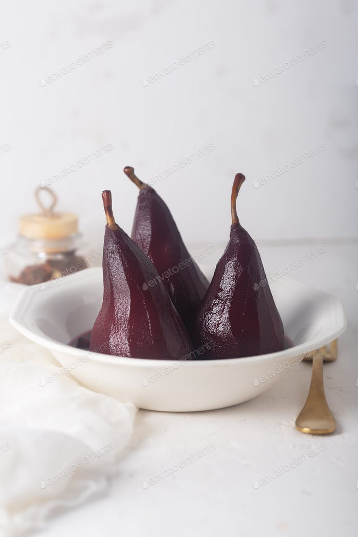 Poached Pears in red Mulled Wine With Cinnamon and ?nise