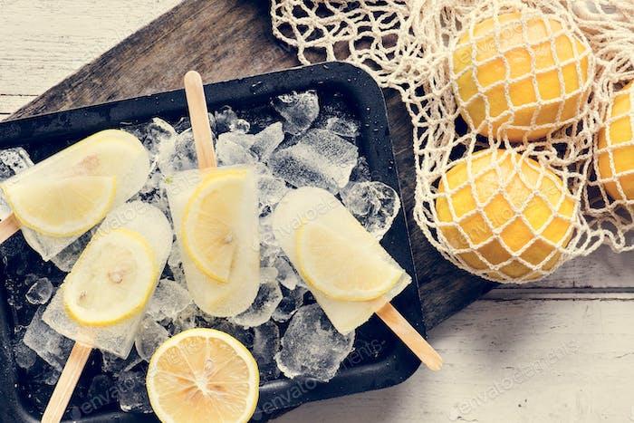 Hausgemachte frische Zitrone und Zitrusfrüchte Posikel
