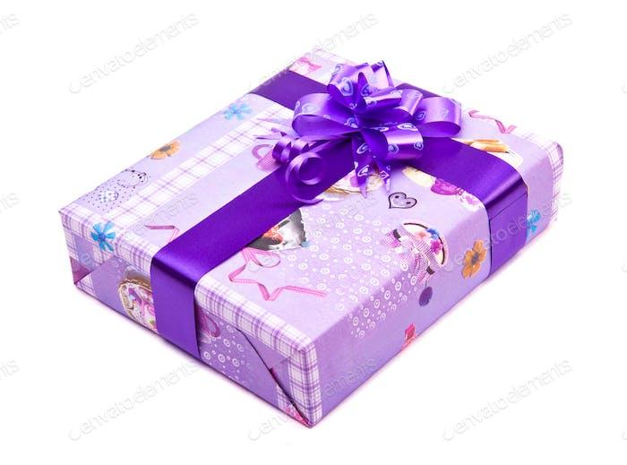 Geschenkbox mit großem Schleifenband