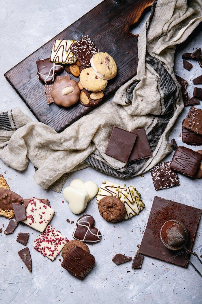 Dunkle Schokolade und Süßigkeiten