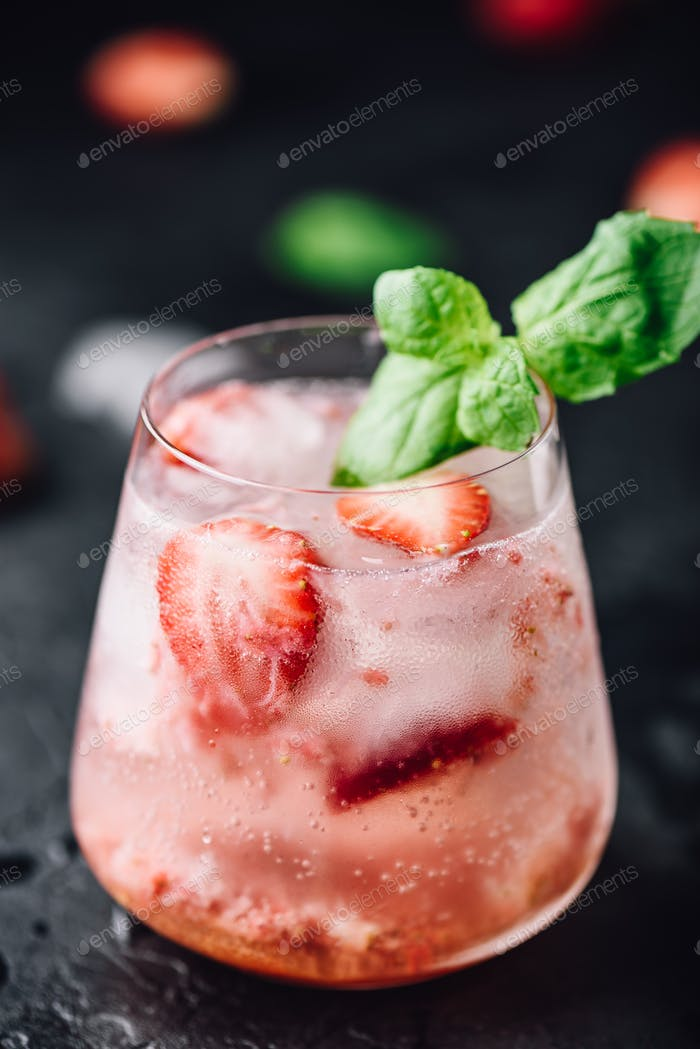 Strawberry cocktail with gin and soda