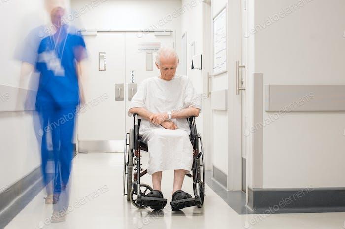 Einsam Behinderte im Krankenhaus