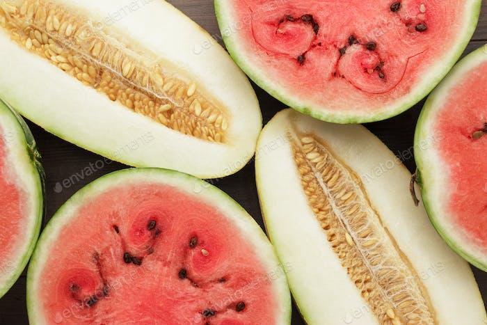 Wassermelone und Melone Stücke auf dem Tisch
