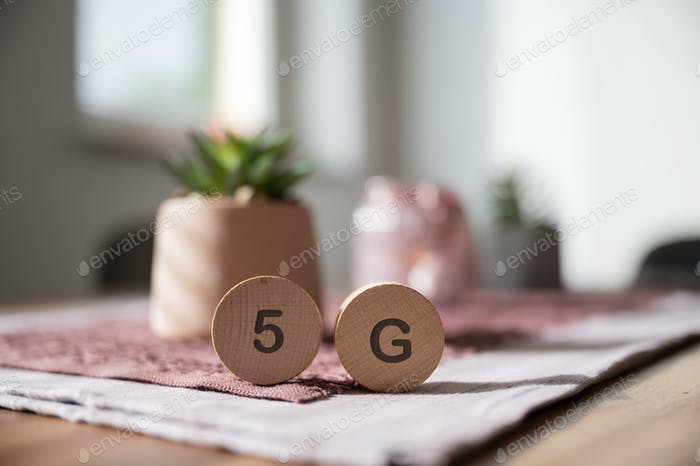 5G sign on wooden cut circles