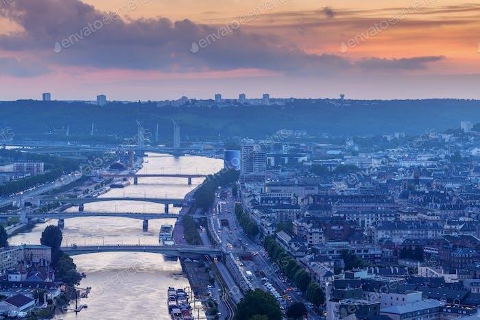 Panorama de Rouen al atardecer