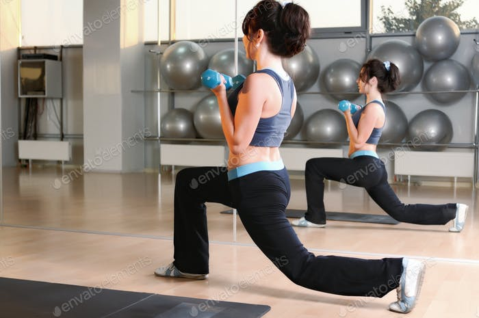 Woman doing physic lunges with dumbbells