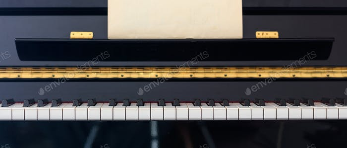 Piano keyboard, front view