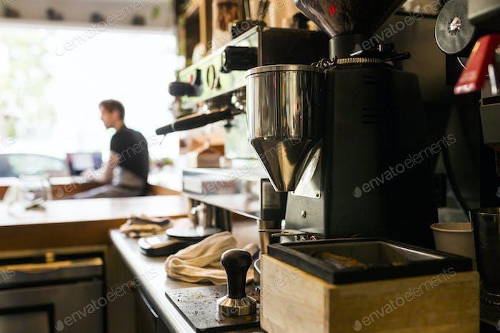 Cafetera en la cafetería
