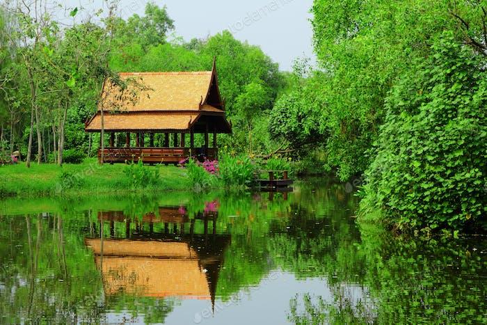 Thai sytle Pavillon im Garten