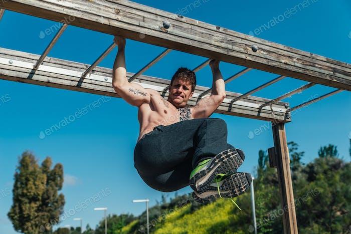 Fitness, Workout, Sport, Lifestyle-Konzept Manntraining Fitness im Sportbereich.