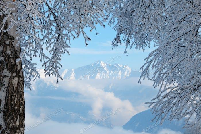 blick auf berg in den alpen von frankreich im winter